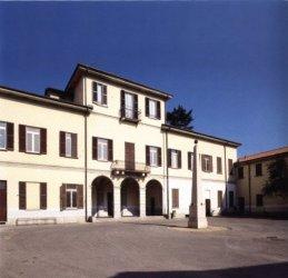Visione frontale della Villa Calderari