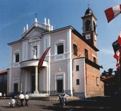 Vista frontale della chiesa parrocchiale della Madonna della Neve